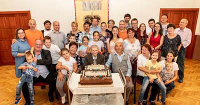 Végre a családjával ünnepelhetett a százegy éves Mihály bácsi