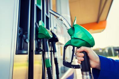 A pánikszerű üzemanyag-vásárlások befejezésére kérték az autósokat Nagy-Britanniában