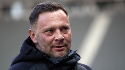A Hertha sportigazgatója elmondta: Dárdain múlik, meddig lesz a csapat vezetőedzője