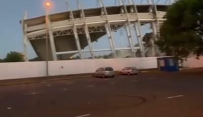 Döbbenetes felvétel: így omlott össze a nyíregyházi stadion főlelátója