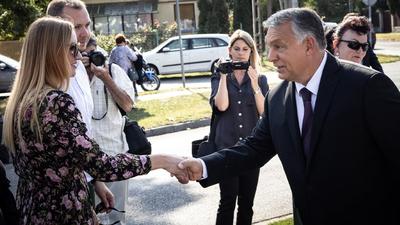 Orbán Viktor hirdetések nélkül rommá veri az ellenzéket a közösségi térben