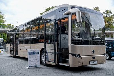 Különleges, magyar fejlesztésű távolsági autóbuszokat mutattak be - képek