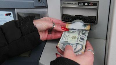 Készpénzzel tömik az ATM-eket
