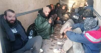 Tizenhárom migránst szállított az embercsempész