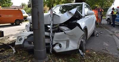 Villanyoszlopnak ütközött egy autó Csabán, a Bartók Béla úton