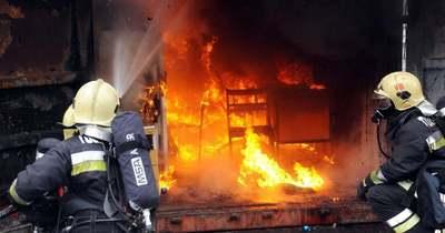 Lángok csaptak fel egy szakcsi lakóházban