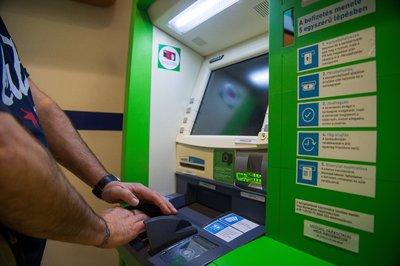 Így fizetnek be a magyarok készpénzt az ATM-eken keresztül