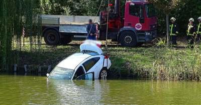 A folyóba gurult egy autó Szentesen – Fotók