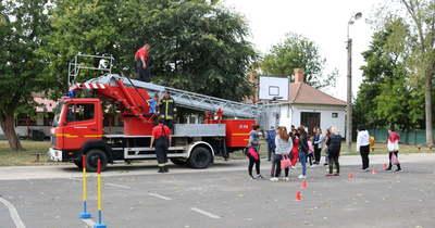 Emelőkosaras járművel gazdagodott a kőtelki tűzoltó egyesület