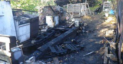 Helyszíni fotók: mindent elpusztított a tűz a két dorogi épületben