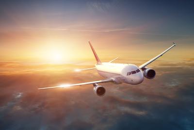 Kényszerleszállást hajtott végre egy repülőgép, miután beborította a füst az utasteret