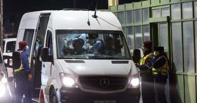 Huszonegy ember utazott egy hatszemélyes kisbuszban az M7-es autópályán