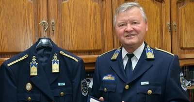 Kezdő rendőrtisztként apjával is együtt szolgált a nyugállományú ezredes Egerben