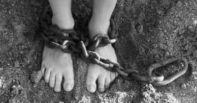 Rabszolgákat tartott az enyingi pár: éheztek, a lovakkal aludtak, a fogaikat is kiütötték