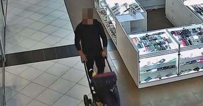 Babakocsit toló férfi vitte magával a megtalált mobiltelefont Győrben – felismeri?