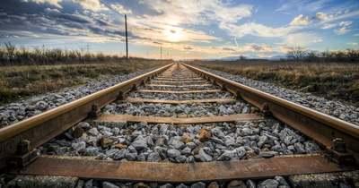 Akadályt állított a vonatnak két kiskamasz Pakodon