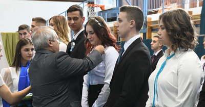 Szalagavató ünnepséget tartottak a szolnoki Széchenyi gimnáziumban