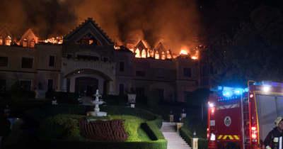 Ég a Borostyán Med Hotel – már a teljes tetőszerkezet megsemmisült