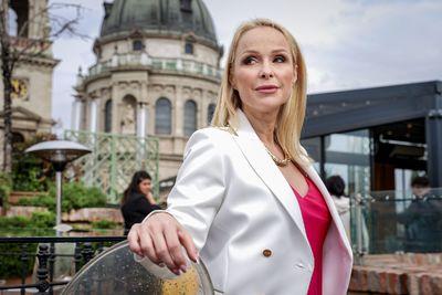 Köllő Babett durva dekoltázsa ellopta a show-t: brutálisan dögös szettben zsűrizett