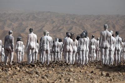 Több százan vetkőztek meztelenre az izraeli sivatagban - galéria