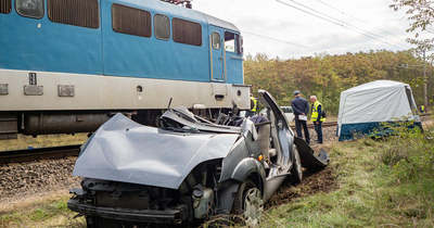Meghalt egy ember hétfő reggel a durva vonatbalesetben Csengelénél – Fotók
