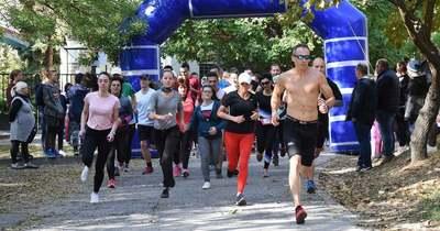 Több száz versenyző indult a városi futónapon Jászberényben