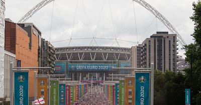UEFA: két zárt kapus meccs az angolok büntetése az Eb-döntő balhéi miatt