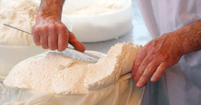 Friss sajt is készült a nagykörűi piac közepén
