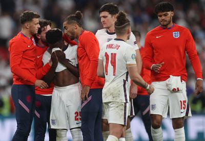Az UEFA nagy nehezen megbüntette az angolokat