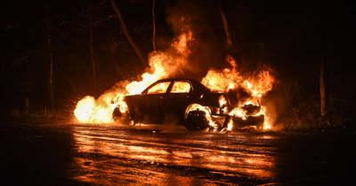 Lángolt egy autó Regölyben