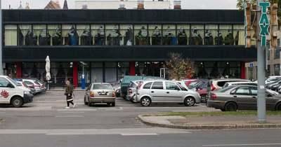 Parkolóházat építene az Univer az Alföld áruház mellett