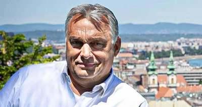 Váratlan puszit kapott Orbán Viktor - Videó