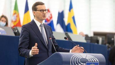Mateusz Morawiecki az EP-ben: Fejezzék be Lengyelország fenyegetését!