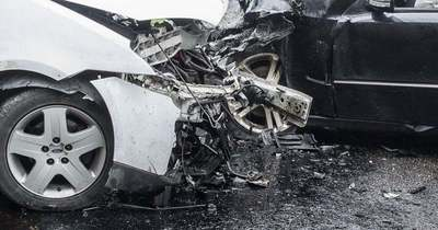Busz és autó ütközött a 7-esen, Szabadbattyánnál