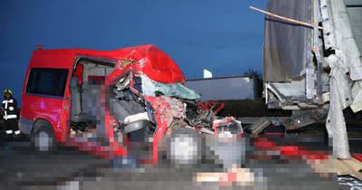 Megrázó fotók: öten hunytak el az M1-esen