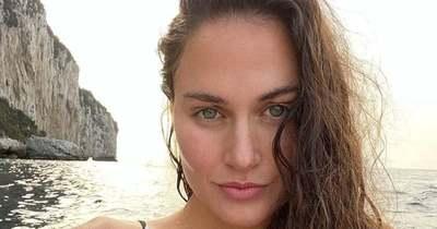 Bikiniben, smink nélkül pózolt a gyönyörű Jakabos Zsuzsanna