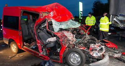 Megrázó fotók érkeztek az M1-esen öt ember életét követelő balesetről
