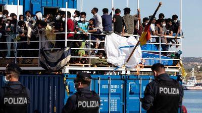 Az EU-tagállamok fele követel új migrációs politikát