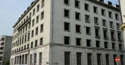Elfoglalták a hajléktalanok az MSZP volt székházát a VIII. kerületben