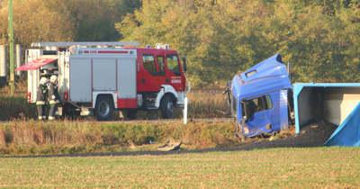 Halálos baleset Vas megyében – Kamion és személyautó ütközött a 84-es úton (fotók)
