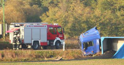 Halálos baleset a szomszédos Vas megyében – Kamion és személyautó ütközött a 84-es úton (fotók)