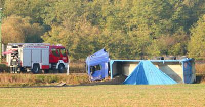 Kamion és személyautó ütközött a 84-es úton – A sümegi tűzoltók is a helyszínen