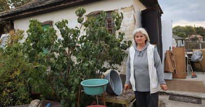 Ajtó és víz nélkül várja a telet az idős bajai asszony