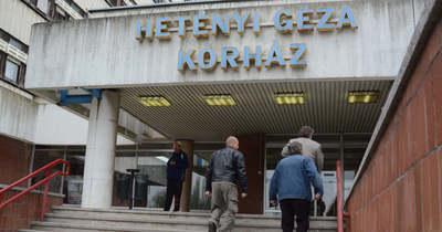 Elővigyázatosságból lehet csak hátul bemenni a Hetényi Géza Kórházba