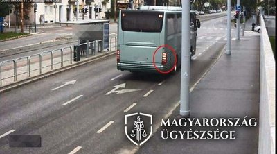 Elektromos rollerest gázolt halálra egy busz Budapesten - fotók
