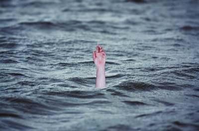 Dráma az álomnyaraláson: tengerben fuldokló unokái után ugrott a nagypapa