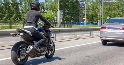 Olvasónk szerint kell a korlát, ha az a motorost védi