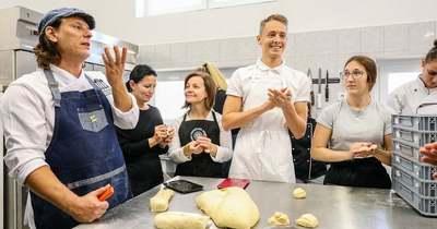Pályaorientációs nap a kőszegi iskolában – Szabi, a pék még fánkot is sütött a diákokkal – fotók