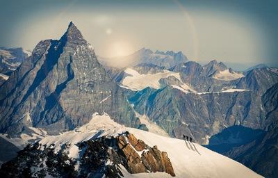4140 méterről lezuhant két hegymászó a svájci Alpokban