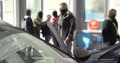 Győrben fogták el azt a két férfit, akiket több országban is fegyveres leszámolásokkal gyanúsítanak – Videó